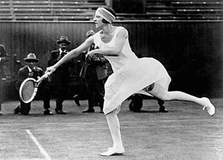 Suzanne Lenglen in action Info:  1923 photo Olympic Museum Collections