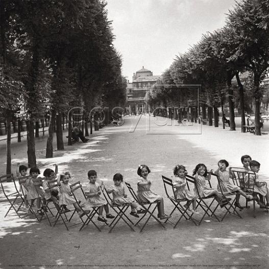 Children in the  Palais-Royal garden, 1950 by Robert Doisneau.