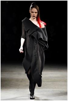 Το έργο του Yamamoto έχει γίνει επίσης γνωστό στους καταναλωτές 4d0f03a46d1